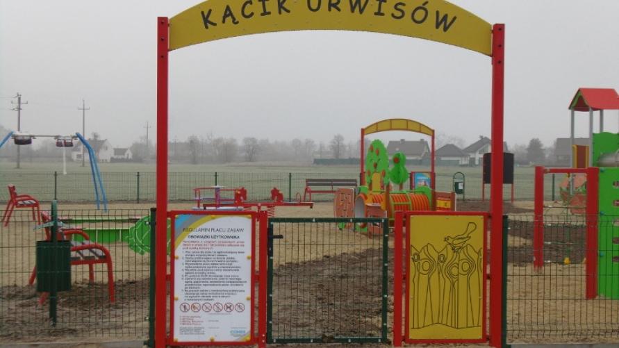 """Nowy plac zabaw """"Kącik urwisów"""" przy ulicy Berdychowskiej w Kobylinie"""
