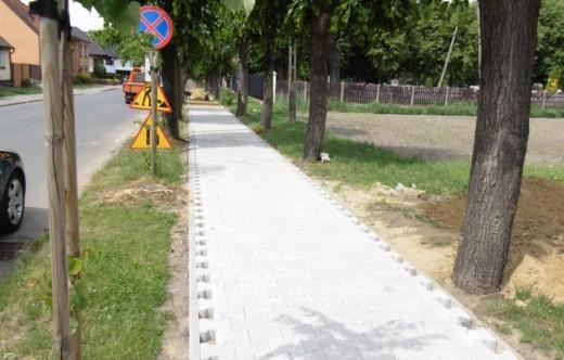 Wymiana nawierzchni chodnika na ulicy Strzeleckiej w Kobylinie