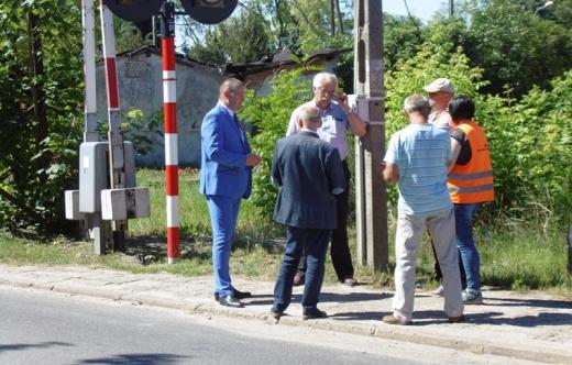 Komisja terenowa na przejeździe kolejowo  drogowym w Kobylinie