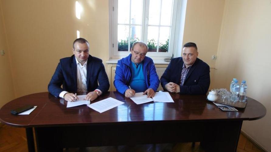 Podpisano umowę na budowę grzybka - świetlicy wiejskiej w Starym Kobylinie