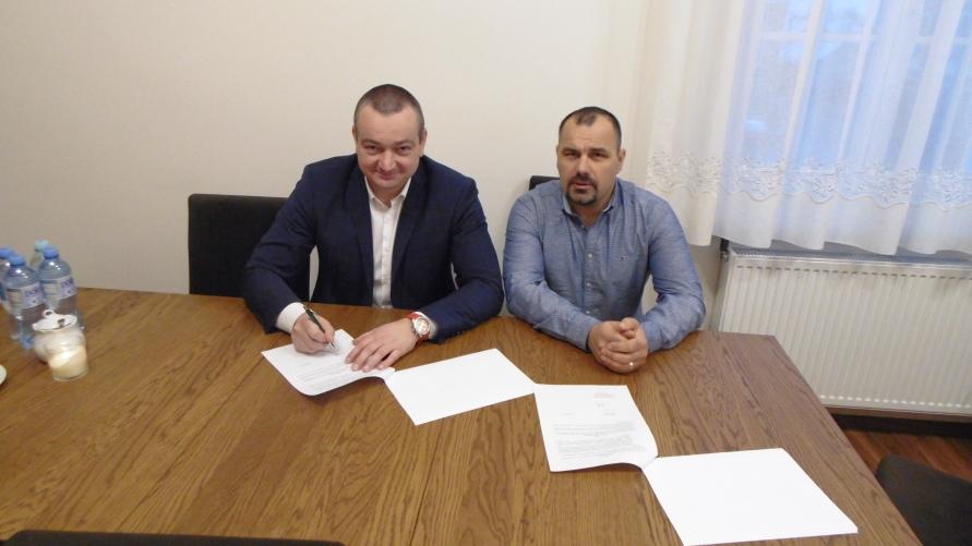Podpisanie umowy przez strony.