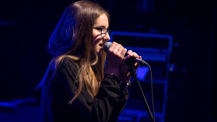 """Wiktoria Łukowiak na  Festiwalu Piosenki Młodzieżowej """"Śpiewaj i walcz!"""" – Golina 2019"""