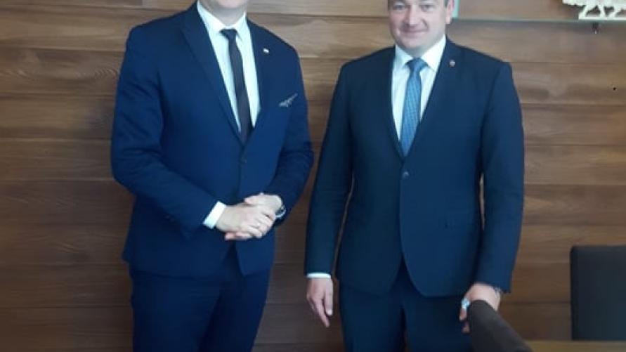 Burmistrz Tomasz Lesiński z Senatorem RP Łukaszem Mikołajczykiem