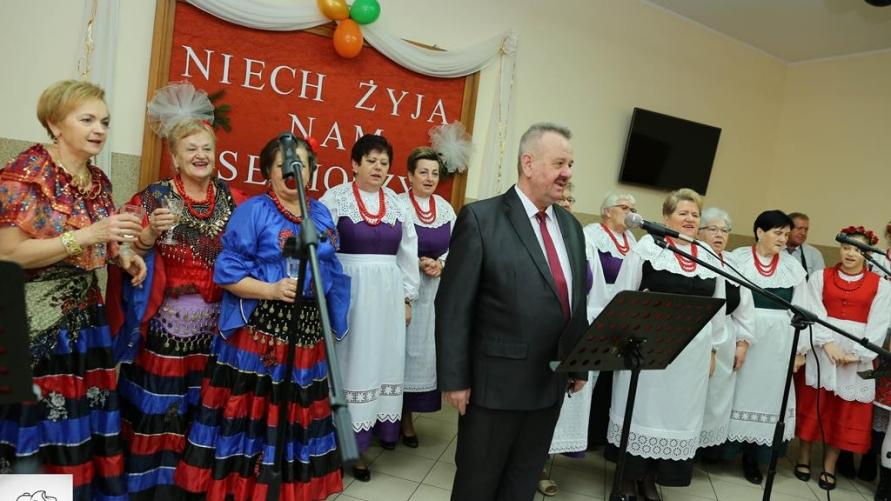 Sołtys Łagiewnik oraz zespół Młodzi Duchem