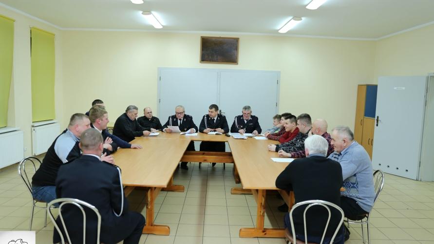Członkowie OSP Rzemiechów podczas zebrania