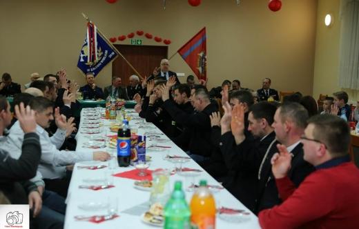 Uczestnicy zebrania sprawozdawczego OSP w Zalesiu Wielkim