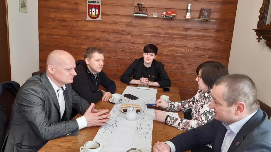 Przedstawiciele PKP i Urzędu Miejskiego w Kobylinie