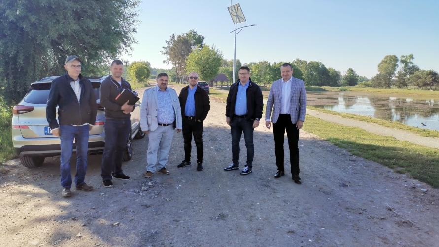 Odbiór prac związanych z budową lamp hybrydowych przy zbiorniku w Długołęce