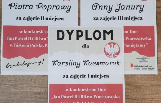 Dyplomy dla laureatów konkursu historycznego