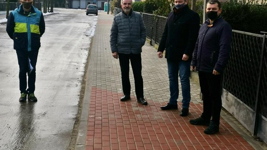 Odbiór wymiany nawierzchni chodnika przy ul. Leszczyńskich w Kobylinie