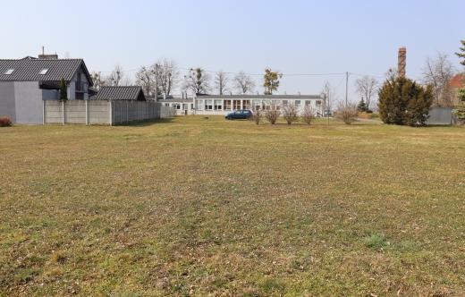 teren przy SP Zalesie Małe