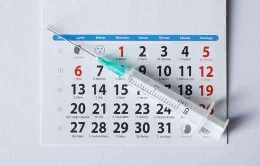 kalendarz i strzykawka